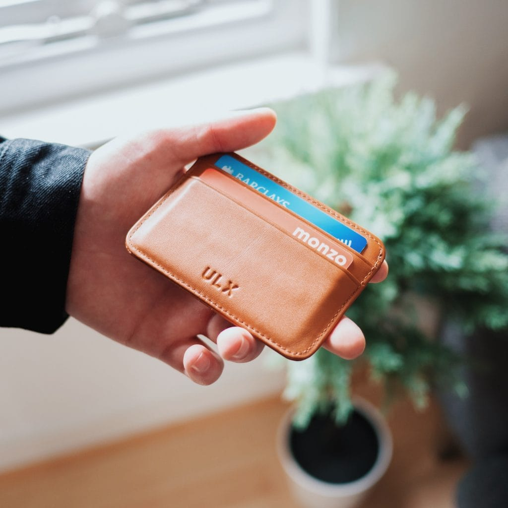 minimalist wallet. minimalist things not to buy